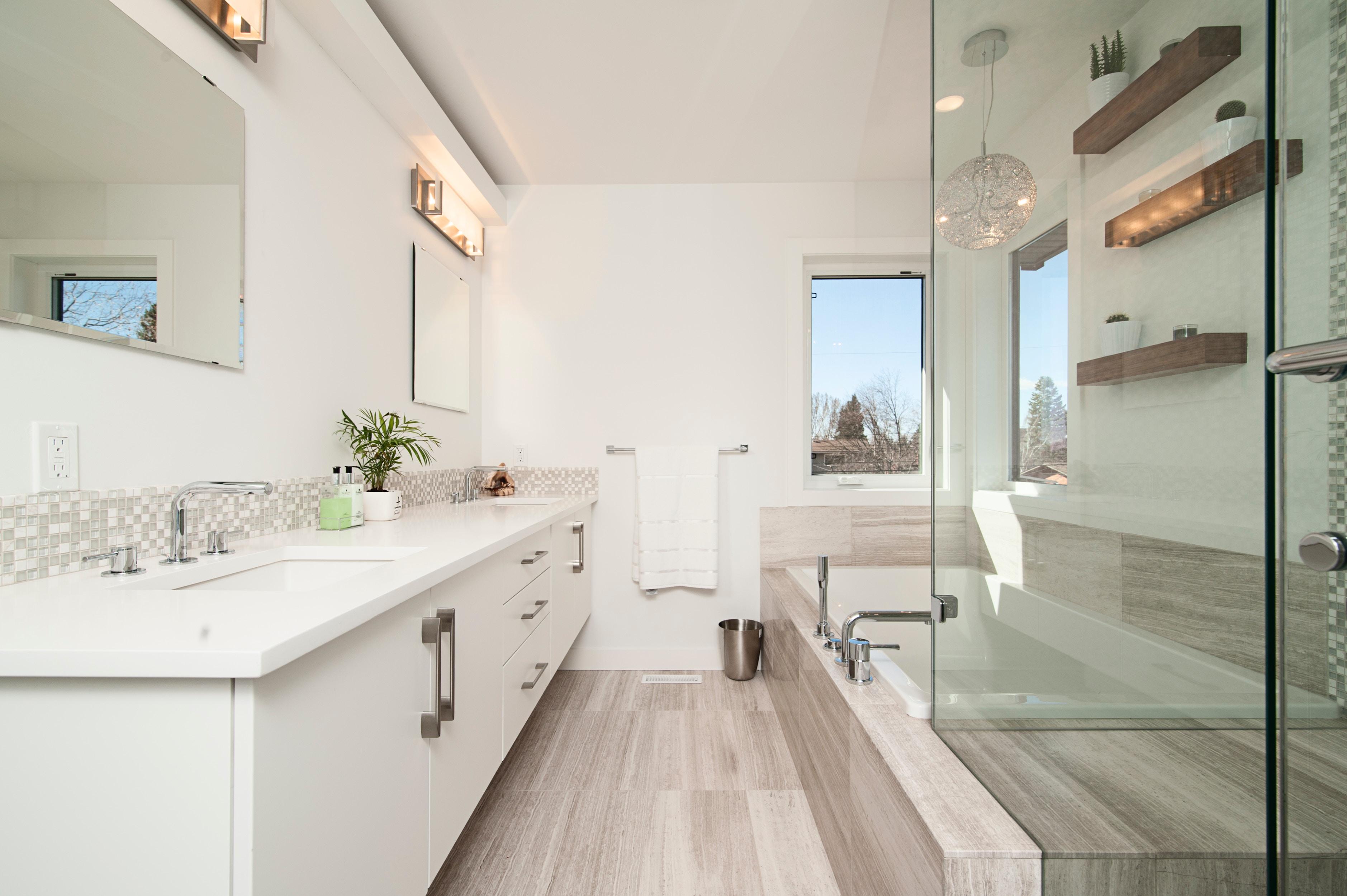 Indret dit nye badeværelse med lækkert og moderne badeværelsesinventar